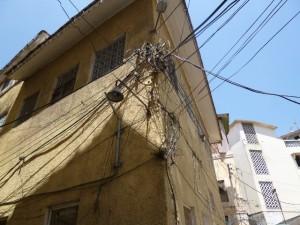 für Annas Papa: ein Foto der Verkabelung in der Altstadt von Mombasa